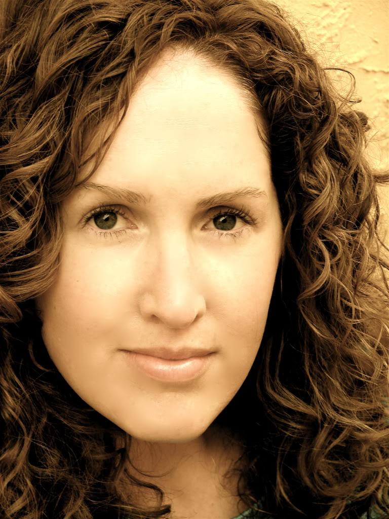 "Becca Fitzpatrick: ""Era nevoie de o minune ca să pot publica prima carte"""