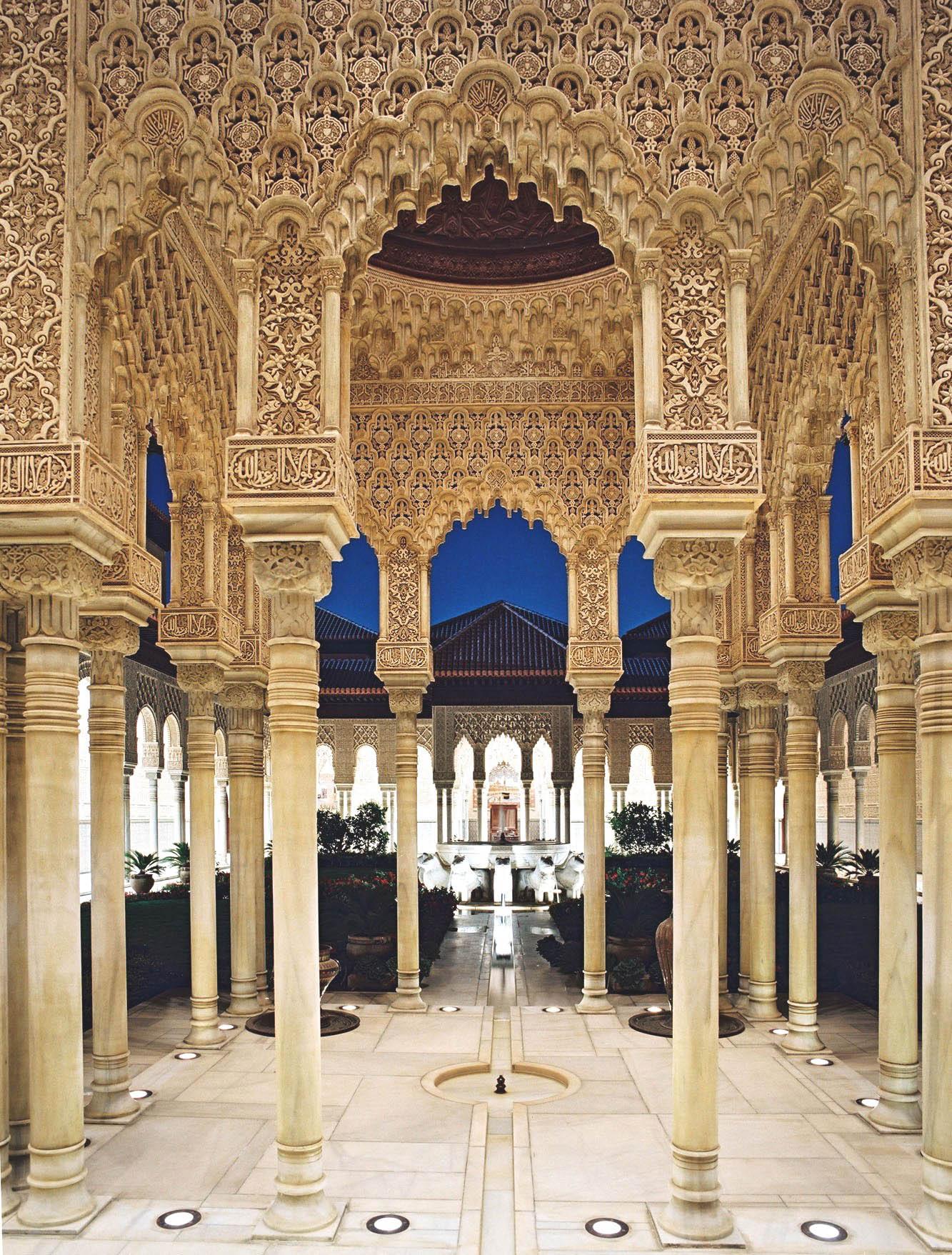 Alhambra – locul unde se adună poveştile moştenite de urmaşii maurilor