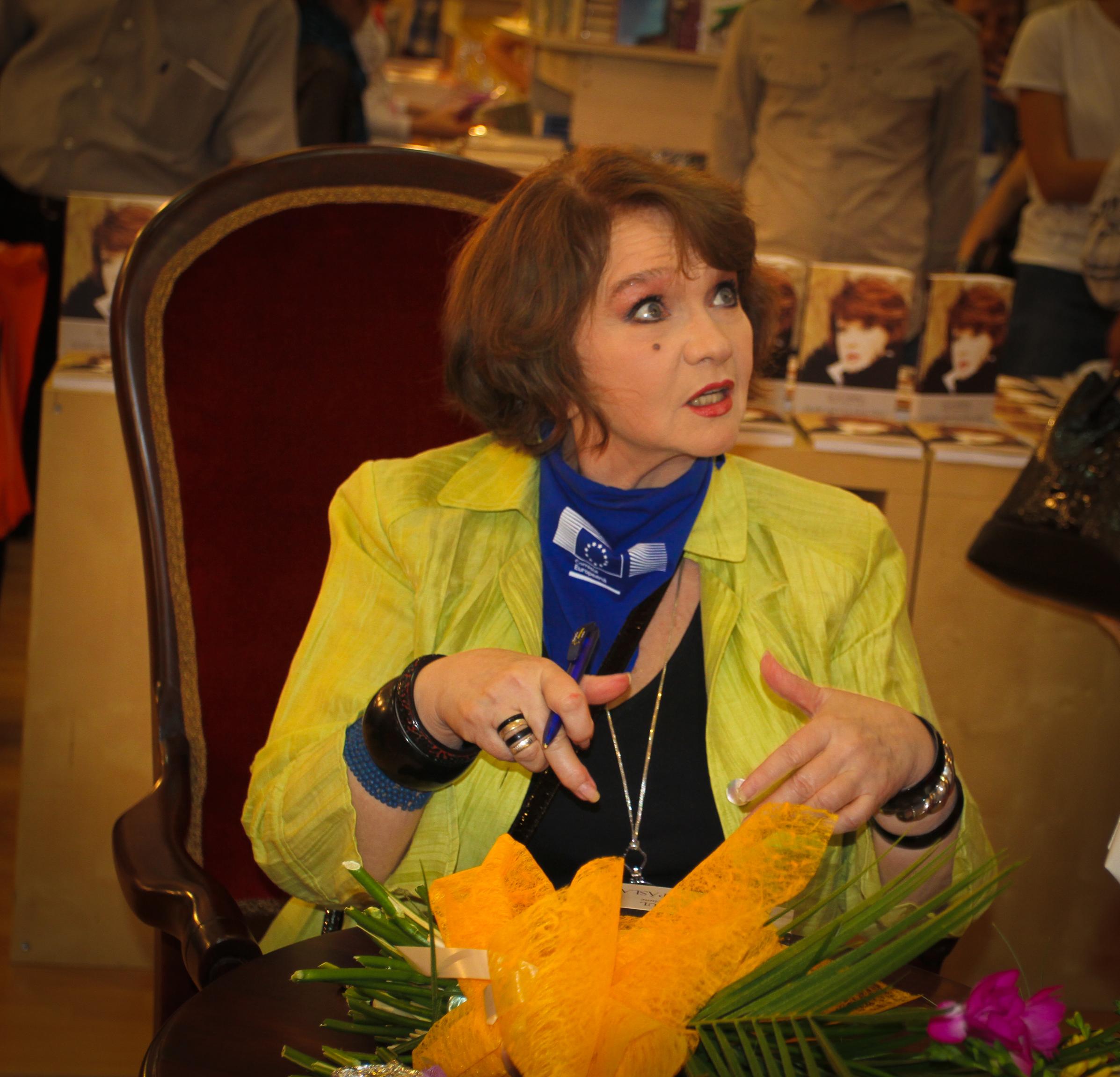 Margareta Pâslaru și-a lansat memoriile la Bookfest 2012