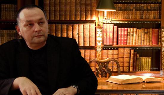 """Eugen Ovidiu Chirovici: """"Impactul comunicării tip Facebook sau Twitter va modifica și stilul nostru de a scrie literatură"""""""