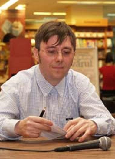"""Adrian Onciu: """"Înainte de a scrie romanul știu exact cum începe, cum evoluează și unde se termină"""""""