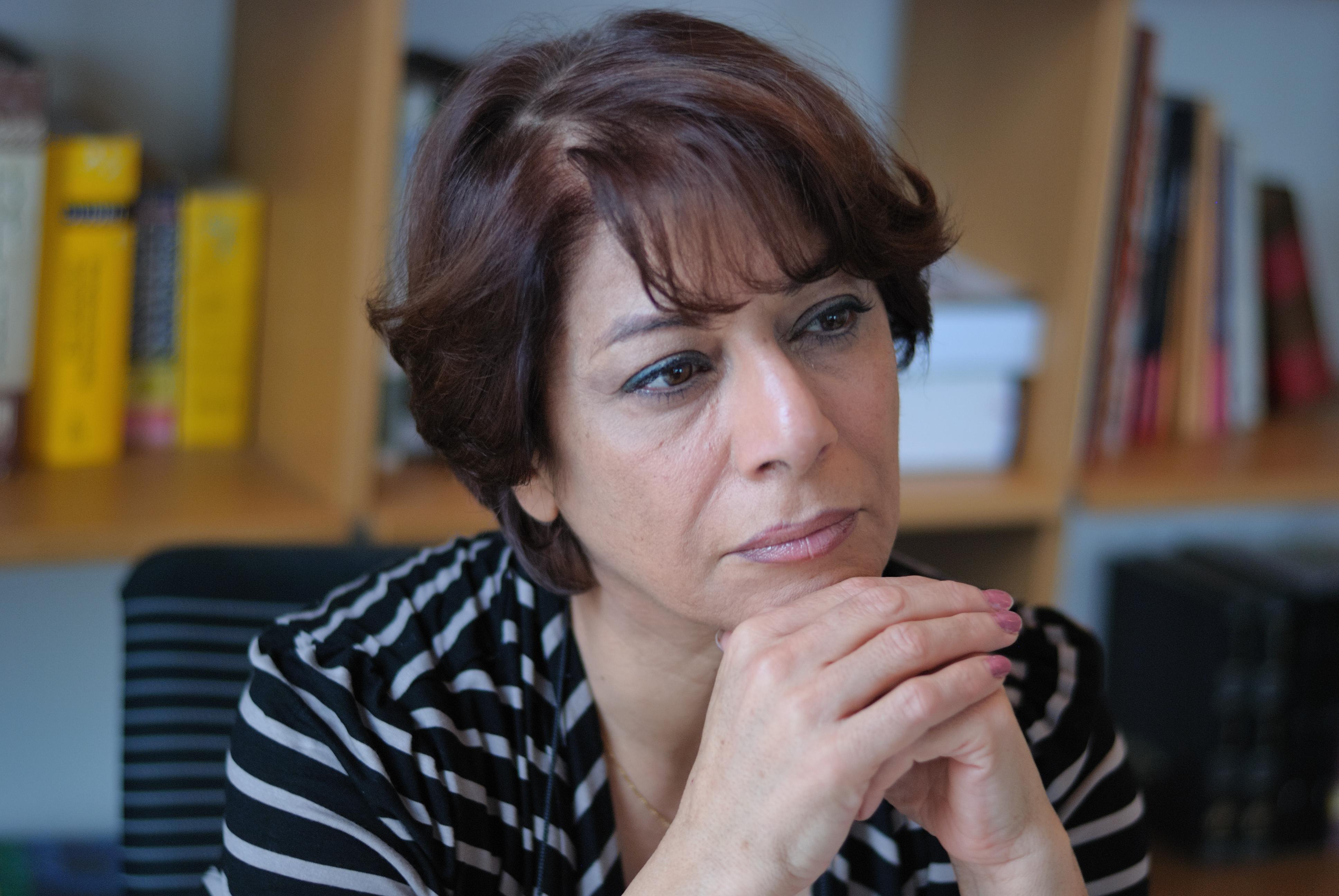 """Parinoush Saniee: """"Femeile din Iranul de azi au aceeași reziliență precum cea descrisă în carte"""""""
