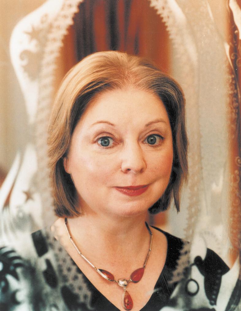 """Hilary Mantel a câștigat Man Booker cu """"Bring up the Bodies"""", continuarea """"Wolf Hall"""", premiat în 2009"""