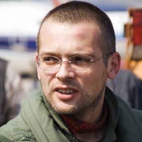"""Adelin Petrișor: """"Scriu ca un reporter de ştiri"""""""
