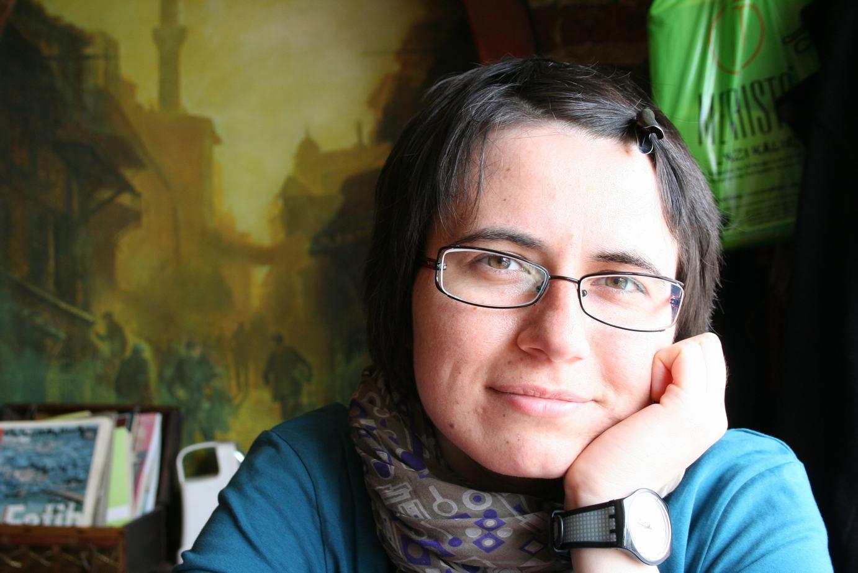 Lavinia Braniște: Cele mai multe poveşti le trăiesc. Dintre ele apuc să scriu prea puţine