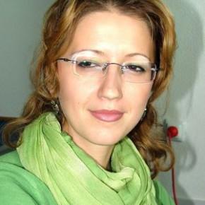 """Florina Pîrjol: """"Am avut mereu o relaţie furtunoasă cu scrisul, o relaţie amoroasă cu năbădăi"""""""
